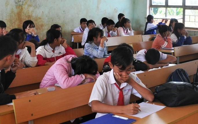 Học sinh Trường THCS Lê Hồng Phong phải thường xuyên bịt mũi mỗi khi mùi hôi thối bốc lên