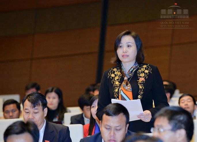 ĐB Cao Thị Xuân (Thanh Hoá): Bộ trưởng có trách nhiệm gì đối với tình trạng sinh viên ra trường không có việc làm - Ảnh: Quochoi.vn