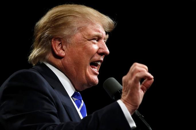 Ông Trump hôm 30-9 tiếp tục hâm nóng cuộc chiến với cựu Hoa hậu Hoàn vũ Alicia Machado. Ảnh: Reuters