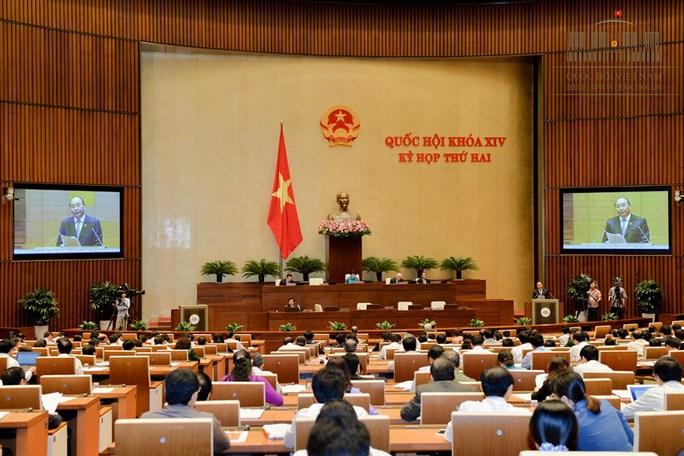 Thủ tướng Nguyễn Xuân Phúc trả lời chất vấn trước QH sáng 17-11 - Ảnh: Quochoi.vn