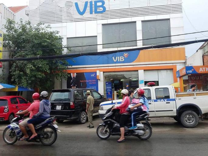 Chi nhánh ngân hàng nơi xảy ra vụ ném bom khói khiến nhiều người hoảng loạn