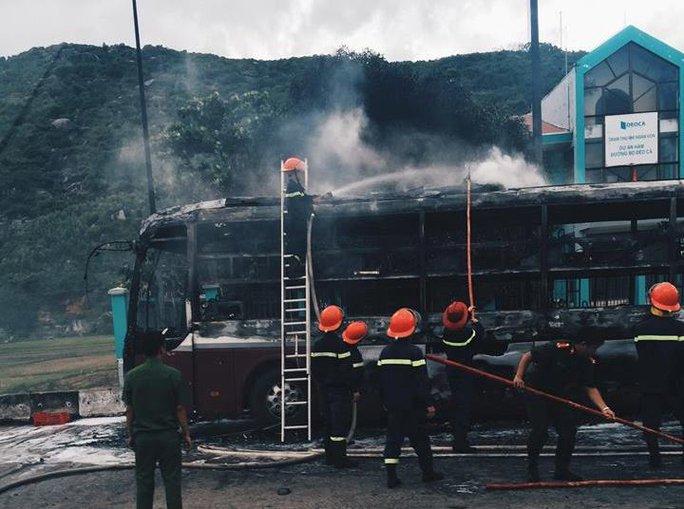 Một xe giường nằm cũng bị cháy rụi khi qua địa phận Phú Yên vào ngày 23-9