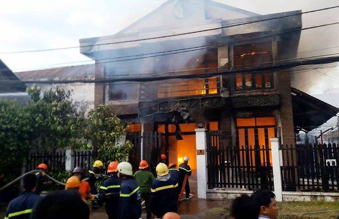 Cháy công ty may ở Sài Gòn, 2 người chết