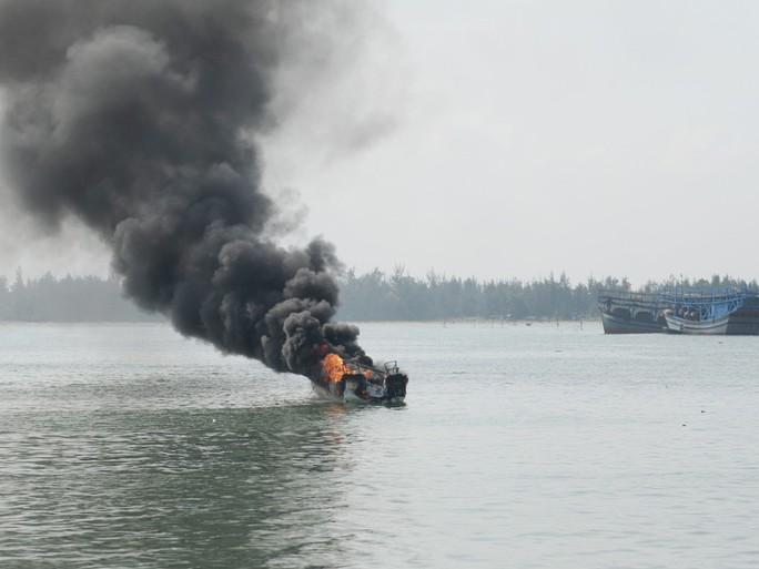 Cháy thuyền (ảnh minh họa)