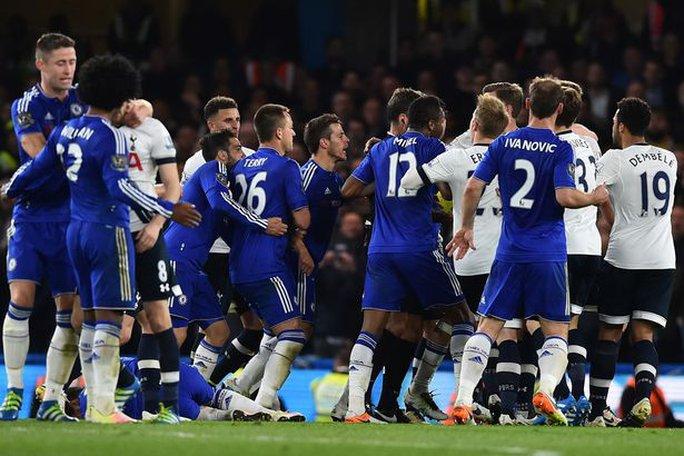Chelsea sẽ bị phạt vì lỗi hành vi của các cầu thủ