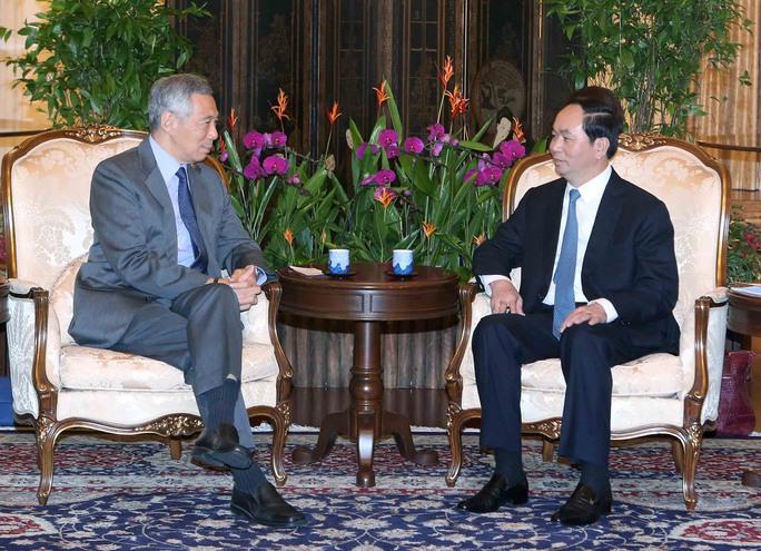 Chủ tịch nước Trần Đại Quang (phải) hội kiến Thủ tướng Singapore Lý Hiển LongẢnh: TTXVN
