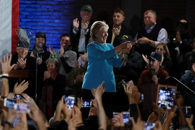 Bà Hillary Clinton vận động tranh cử tại TP Manchester, bang New Hampshire hôm 6-11Ảnh: Reuters