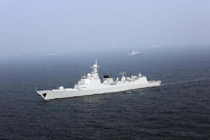 Tàu khu trục Lan Châu số hiệu 170 Type 052C thuộc Hạm đội Nam Hải của Hải quân Trung Quốc diễn tập với Hải quân Malaysia ở eo biển Malacca vào tháng 9-2015Ảnh: TÂN HOA XÃ