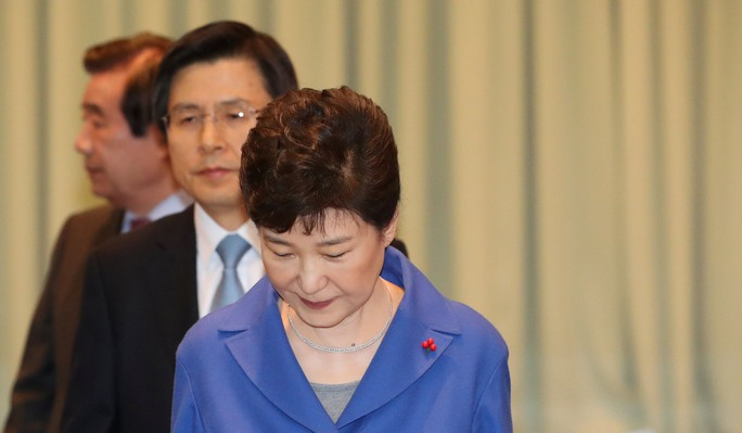 Tổng thống Hàn Quốc Park Geun-hye dự cuộc họp khẩn sau khi quốc hội thông qua kiến nghị luận tội bà Ảnh: Reuters
