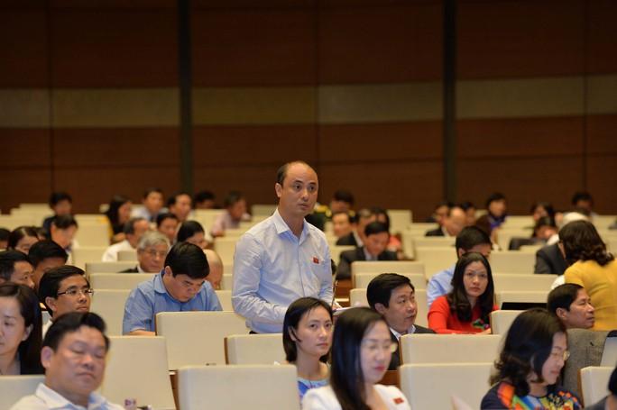 Đại biểu Nguyễn Phương Tuấn (Ninh Bình) đề nghị cần có quy định chặt chẽ để ngăn chặn việc lợi dụng nhập công nghệ lạc hậu về Việt NamẢnh: NGUYỄN NAM