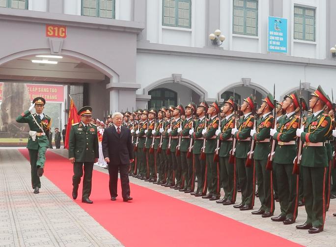 Tổng Bí thư Nguyễn Phú Trọng làm việc với Tổng cục Tình báo - Bộ Quốc phòng vào ngày 19-12Ảnh: TTXVN