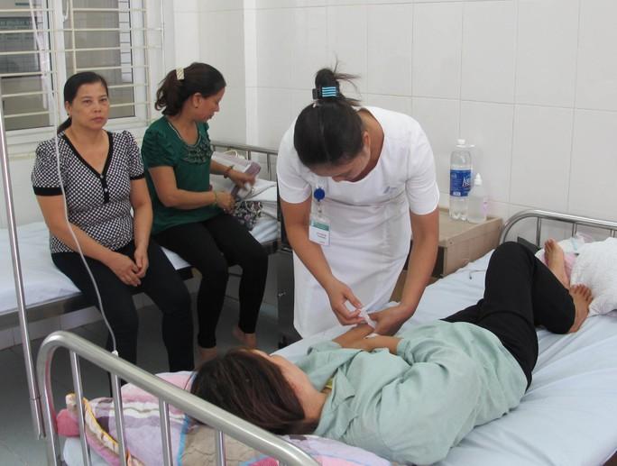 Nhiều cơ sở y tế tuyến cơ sở đã nỗ lực nâng cao chất lượng khám chữa bệnh để giữ chân người bệnh
