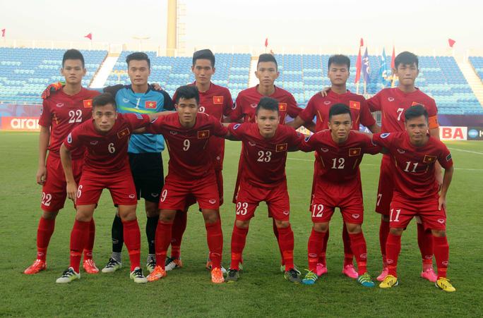 Thủ môn Tiến Dũng và em trai Tiến Dụng (6) trong thành phần chính của tuyển U19 Việt Nam tại giải châu lục đang diễn ra tại BahrainẢnh: Nhật Đoàn