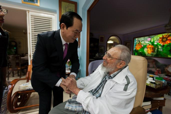 Chủ tịch nước Trần Đại Quang đến chào lãnh tụ Cuba Fidel Castro ngày 15-11-2016Ảnh: Bộ Ngoại giao