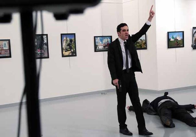 Mevlut Mert Altintas bắn lén Đại sứ Andrei Karlov từ phía sauẢnh: AP