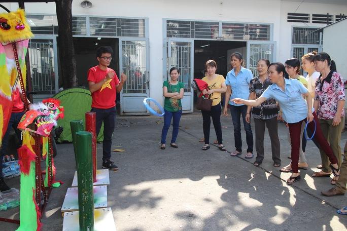 Công nhân tham gia hoạt động vui Tết Bính Thân do Công đoàn Tổng Công ty Thương mại Sài Gòn tổ chức