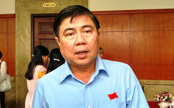 Chủ tịch UBND TP Nguyễn Thành Phong trả lời báo chí vụ bắn súng. Ảnh: Lê Giang
