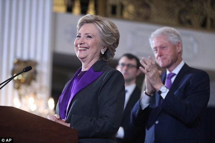 Bà Clinton thua vì không giành được nhiều phiếu như Tổng thống Obama. Ảnh: AP