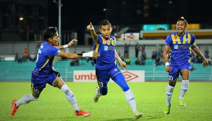 Mohd Faiz Subri (giữa), cầu thủ Đông Nam Á duy nhất có tên trong danh sách