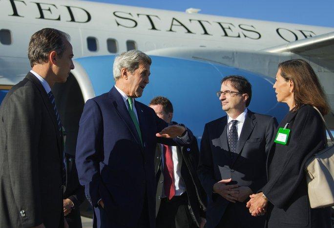 Ngoại trưởng Mỹ John Kerry đến TP Lausanne hôm 15-10. Ảnh: Twitter