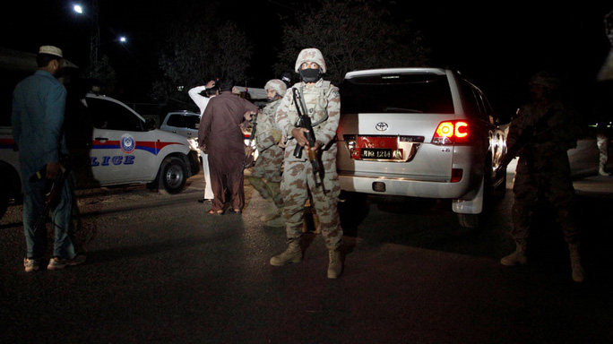 Lực lượng an ninh tại hiện trường. Ảnh: Reuters