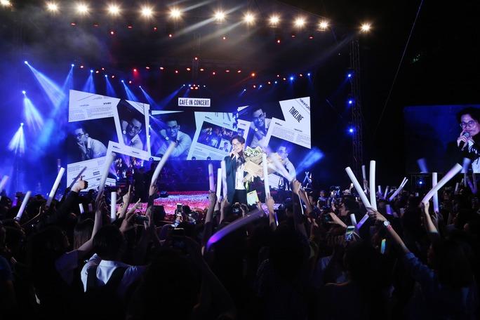 Khán giả yêu mến giọng hát Hà Anh Tuấn đã có một đêm nhạc tuyệt vời