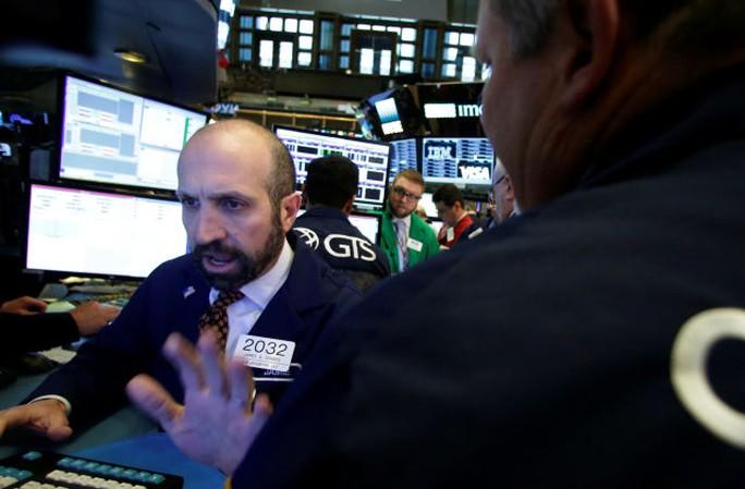 Thị trường tài chính thế giới hỗn loạn chờ kết quả bầu cử. Ảnh: Aol