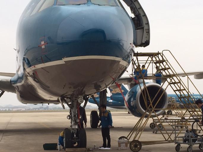 Máy bay Boeing777 của Vietnam Airlines tại sân bay quốc tế Nội Bài