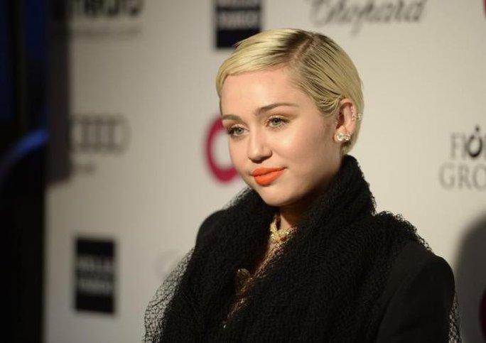 Miley khóc nhưng chấp nhận sự thật