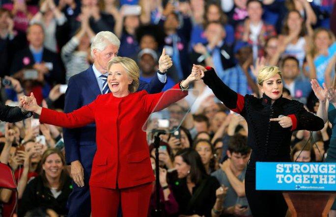 Những người ủng hộ bà Hillary bị sốc