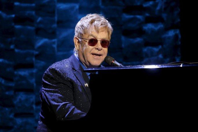 Elton John ủng hộ bà Hillary