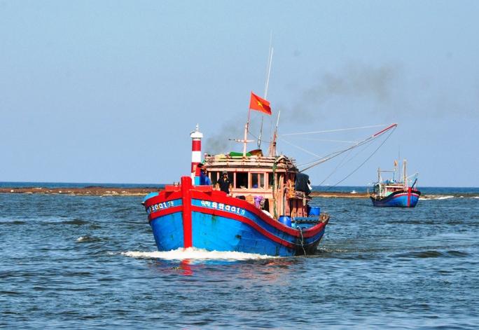 Tàu cá ngư dân Quảng Ngãi xuất bên ra khơi đánh bắt