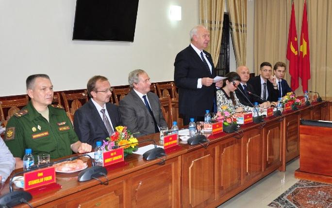 Đại sứ Nga tại Việt Nam K.V.Vnukov phát biểu trong lễ bàn giao