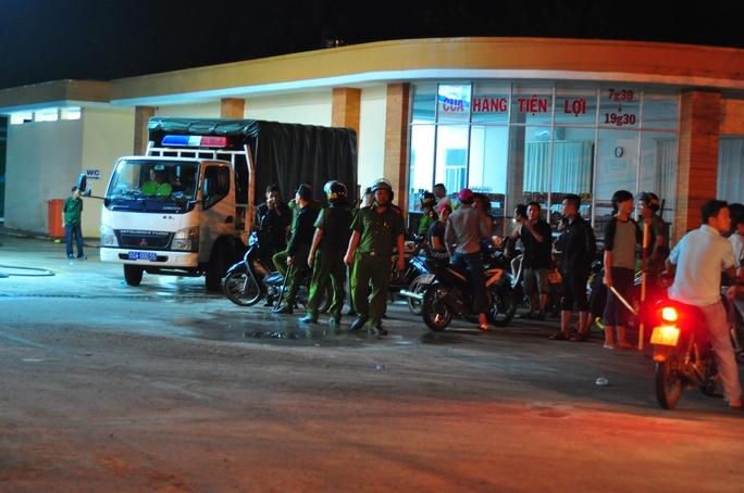 Lực lượng công an chốt chặn các ngả đường