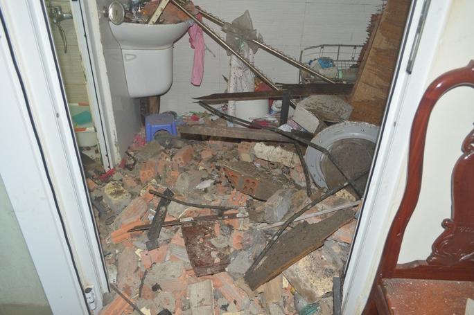Vụ nổ có sức công phá lớn khiến một số nhà dân bị hư hỏng