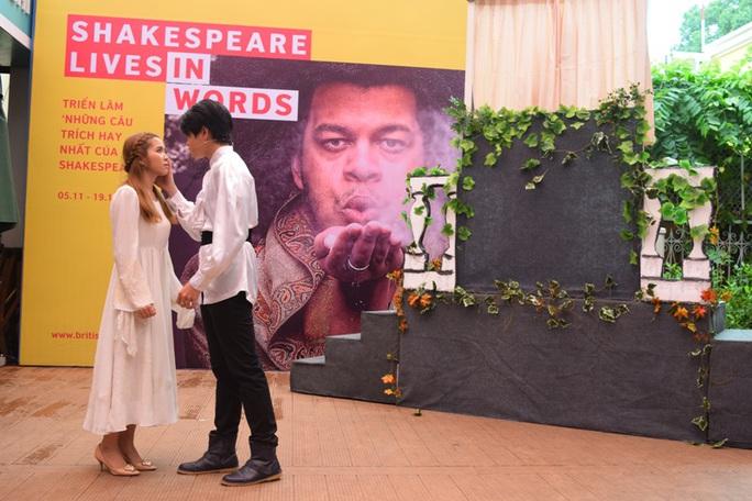 Romeo và Juliet lần đầu gặp nhau