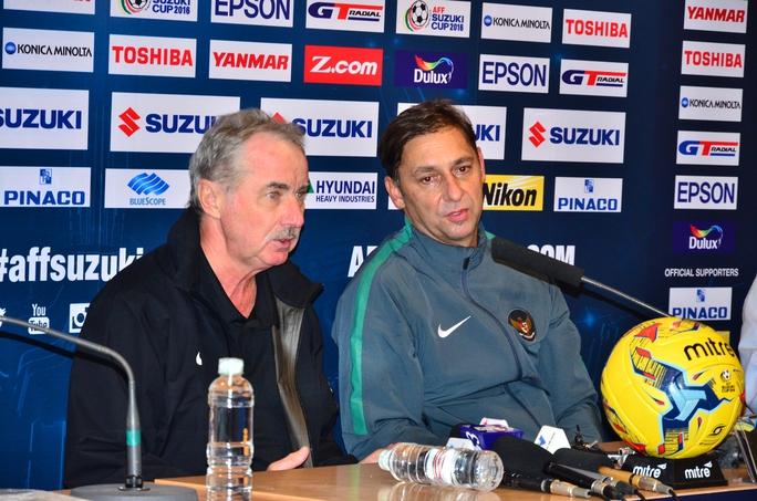 HLV Alfred Riedl phát biểu sau trận đấu