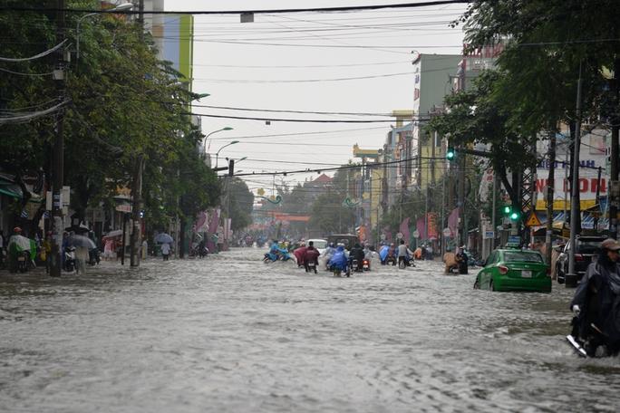 Khung cảnh ngập nước khắp nơi. Ảnh: Tử Trực