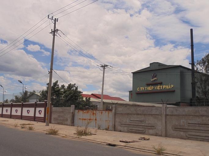 Nhà máy thép Việt Pháp hiện tại ở thị xã Điện Bàn nhiều lần bị người dân phong tỏa vì cho rằng gây ô nhiễm