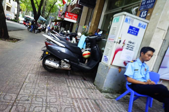 Dù trước đó tại Hà Nội đã xảy ra một vụ nổ bốt điện nhưng dường như người dân vẫn thờ ơ trước những vụ việc mang tính cảnh tỉnh