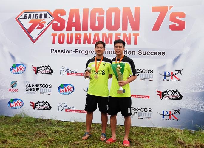 Cá nhân Long Giang cũng nhận danh hiệu Cầu thủ xuất sắc nhất giải