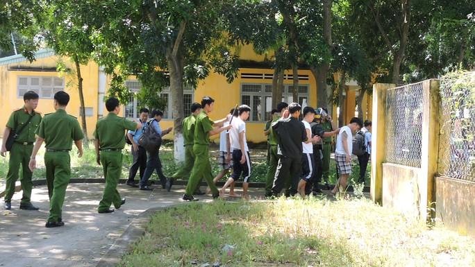 Lực lượng cơ động, công an đã kịp thời đưa các học viên trở lại phòng