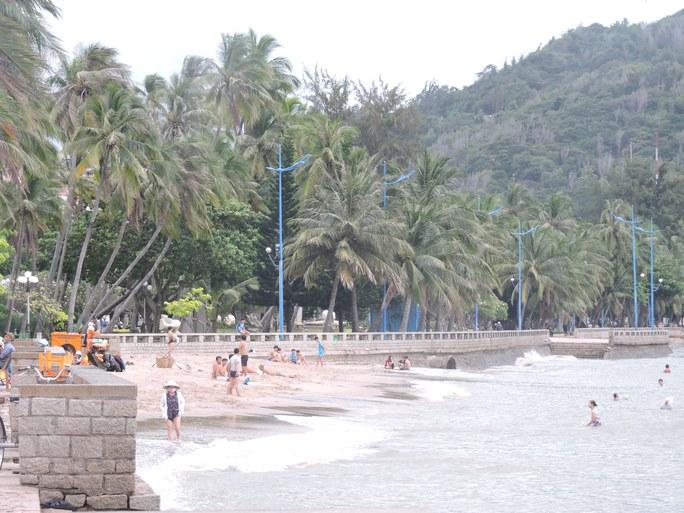 Sau lệnh cấm, bãi cát đã thông thoáng, sạch sẽ dành cho du khách tắm biển