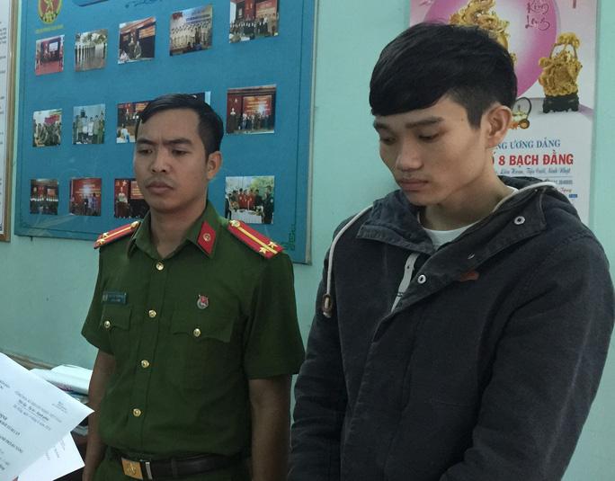 Nguyễn Hùng Dương tại cơ quan công an