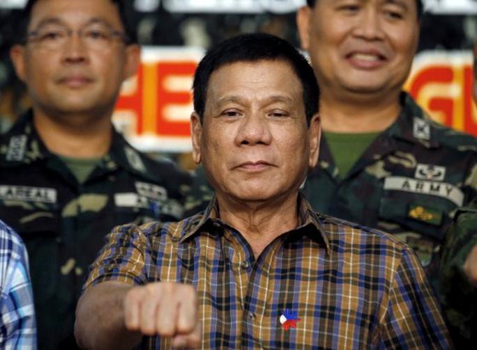 Tổng thống Rodrigo Duterte bị điều tra xem liệu tay ông có nhuốm máu từ khi làm thị trưởng Davao hay không Ảnh: REUTERS