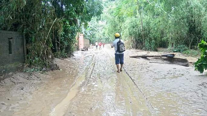 Phóng viên Báo Người Lao Động về nơi vùng rốn lũ đi qua