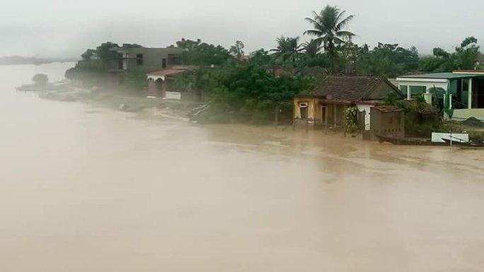 Nhiều ngôi làng ở ven sông Gianh thị xã ba Đồn bắt đầu ngập