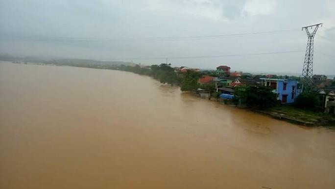 Nước sông đang dâng cao, Quảng Bình trước nguy cơ lũ chồng lũ