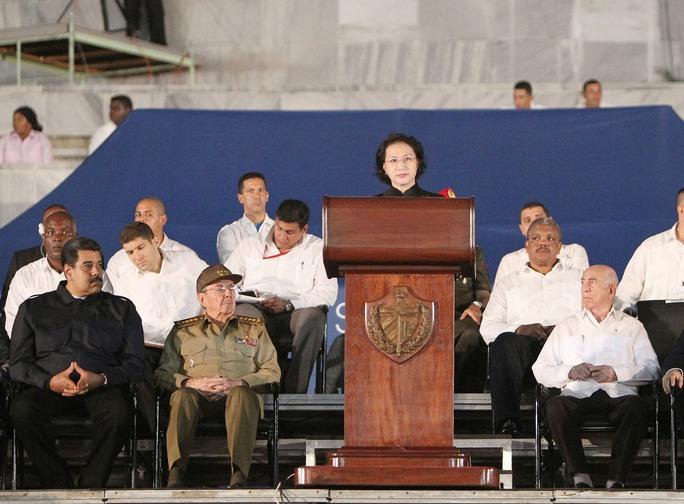 Chủ tịch Quốc hội Nguyễn Thị Kim Ngân dự và phát biểu tại lễ mít tinh tưởng niệm lãnh tụ Cuba Fidel Castro Ruz tối 29-11 (giờ địa phương) Ảnh: TTXVN