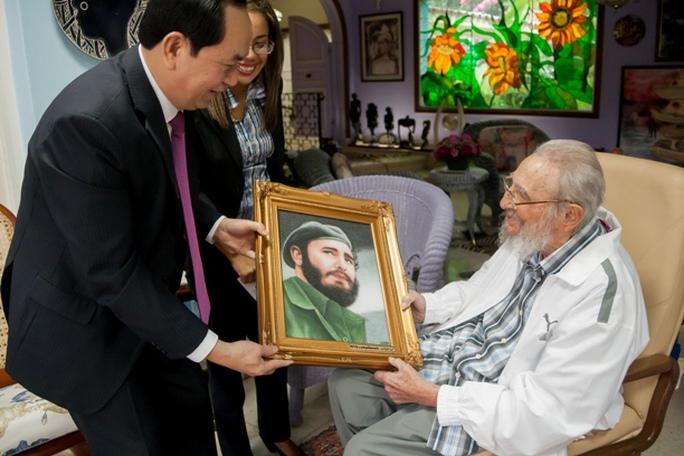 Chủ tịch nước Trần Đại Quang thăm lãnh tụ Fidel Castro ngày 15-11 vừa qua - Ảnh: Bộ Ngoại giao